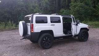 Hummer H3 putih tahun pembuatan 2010