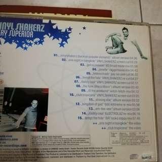 Vinyl shaker