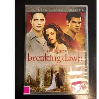 C305 The twilight saga Breaking Dawn DVD   KRISTEN STEWART  ROBER POTTINSON