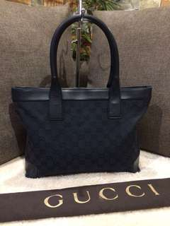 Authentic Gucci Tote with Zipper and dustbag