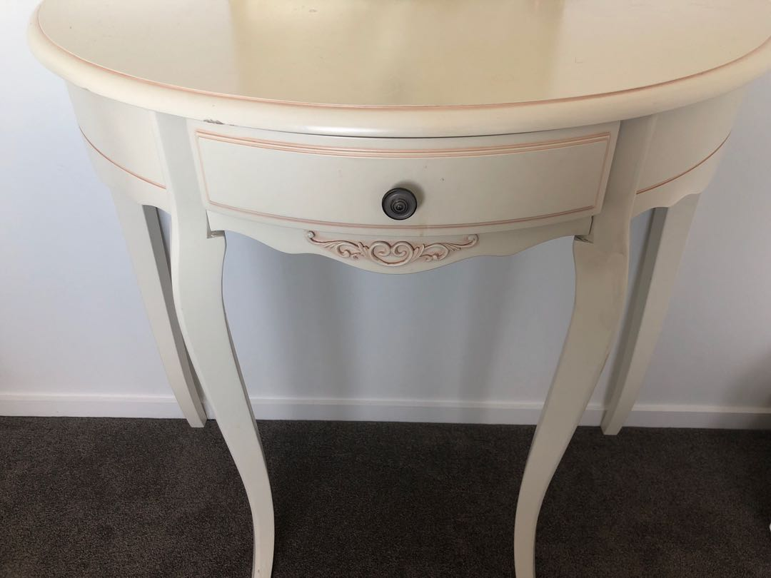 Small table, make up zone