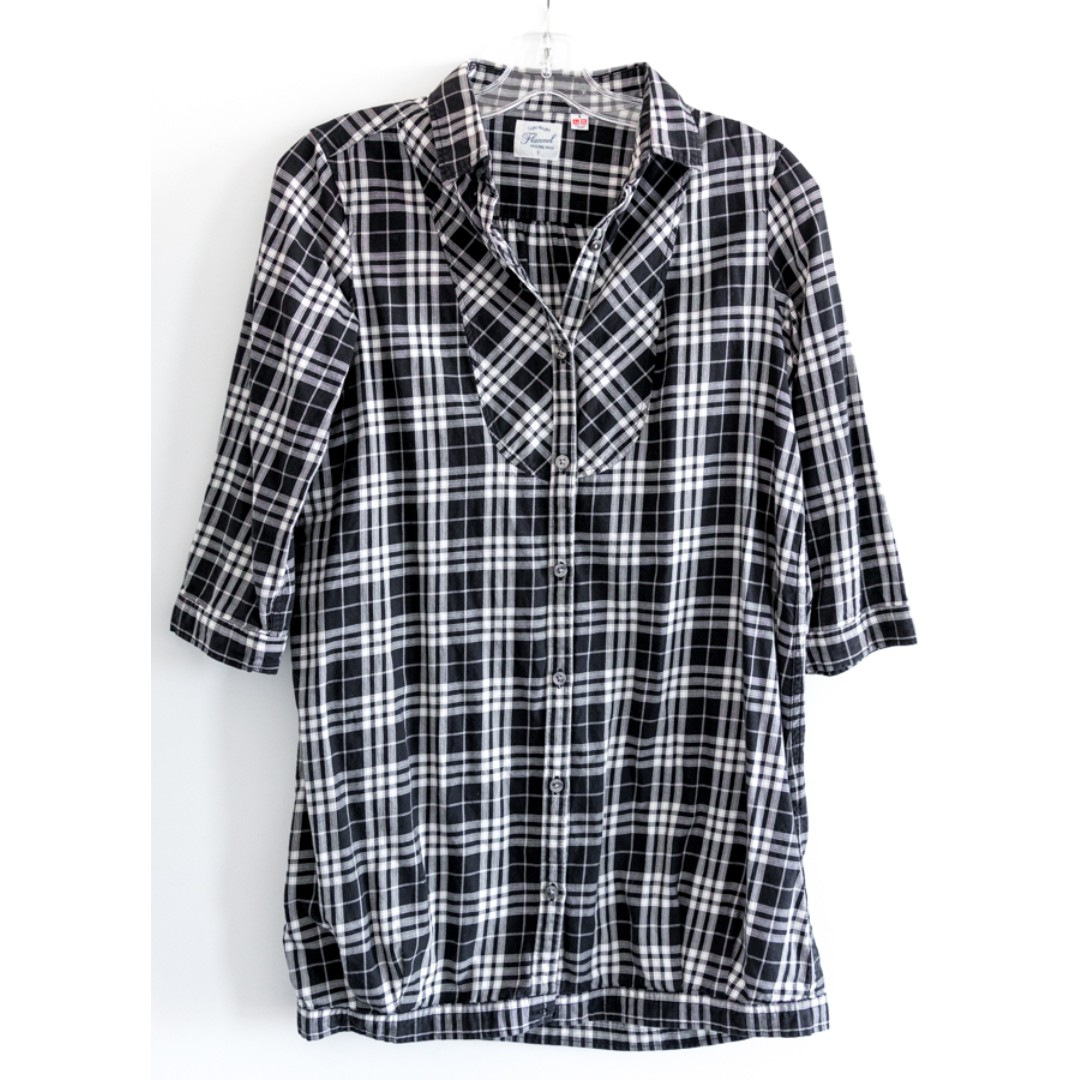 Uniqlo women's long buttoned shirt. Checkered black and white Sz S plaid tartan