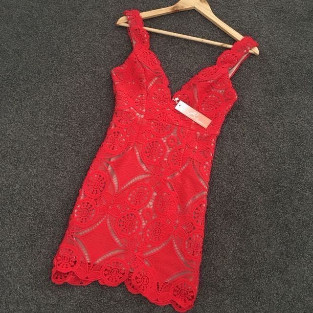 Women's Blossom Red Lace Party Dress Size 8 Red and Nude V Neck Low Back BNWT