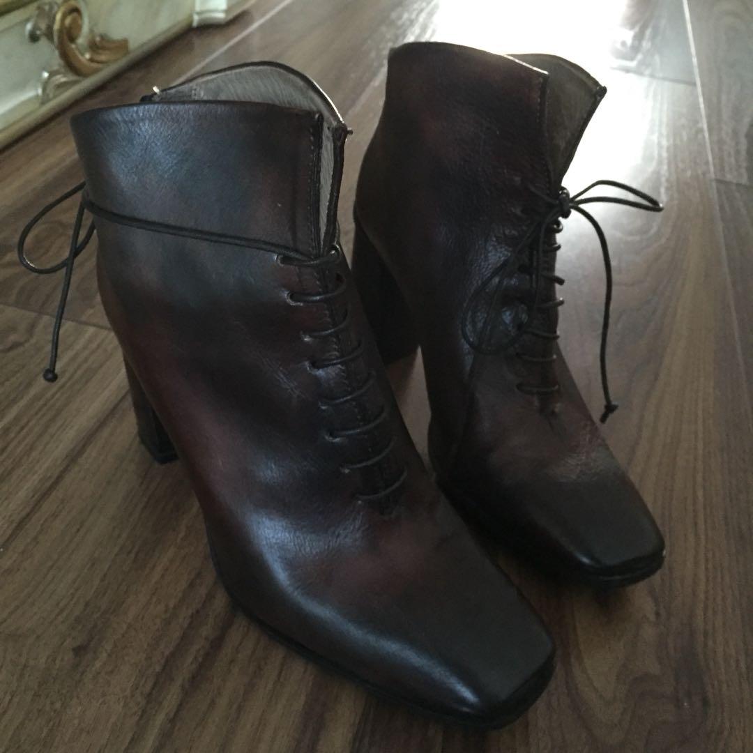 Women's zip ankle boot