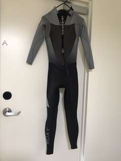 Roxy wetsuit size 2, almost new!!!
