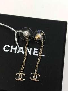 Chanel Earrings 吊logo 款大熱簡單全新購自巴黎