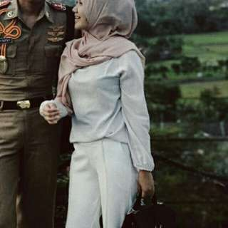 White Blouse / white top / baju hijab