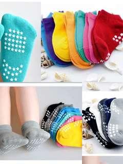 Anti-slip socks for LO