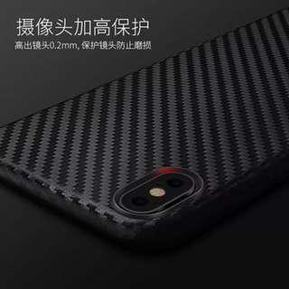 🚚 iPhone X 碳纤维纹软保护套