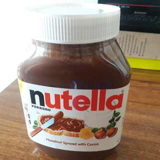 Nutella Ferrero Hazelnut Spread (950 grams)