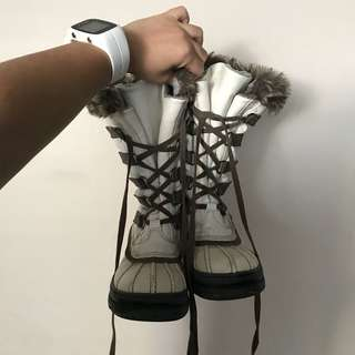 Aldo white winter boots