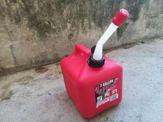 2 Gallon (7.5liters) Gasoline Container