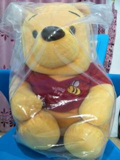 Boneka Winnie the Pooh Sedang