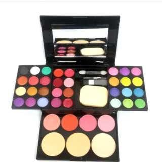 Eyeshadow Set With Blush and Powder
