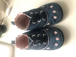 Used maong baby shoes