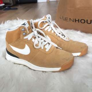 *Near new* Nike shoes