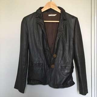 Izzue leather jacket 皮䄛