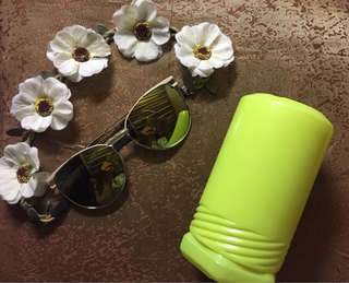 Sunglasses with Metallic Green Lenses 🕶💚