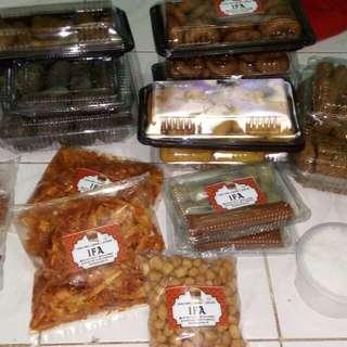 Aneka makanan mulai dari 2000 per pcs