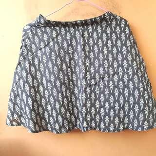 Black flare skirt (S-M)