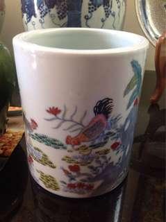 清斗彩笔筒-鸡缸杯图案-共赏