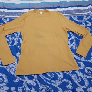 yellow sweater by uniqlo