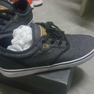 Globe black patterned skate shoes