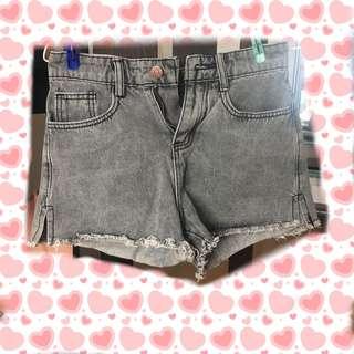 New💓灰色牛仔短褲 denim shorts