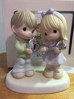 Precious Moments Couple figurine : You Hold the key to my heart