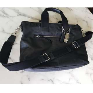 Very Good Condition COACH Leather Sling Tote Bag for Sale