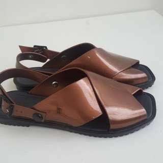 Melissa sandal sz 39 baru dipakai 1 kali dijual karena kekecilan.no box