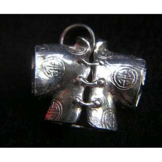 中式小綿襖紋銀吊墜 (鑄製精緻)
