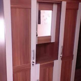 Lemari pintu 3