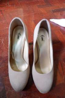 Payless (Fioni) Beige Pumps - Size 7.5