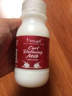 Monea Curl defining milk
