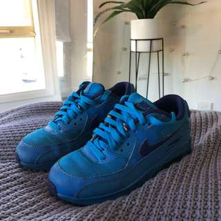 nike air max // blue sneakers