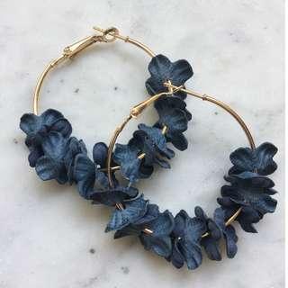 (CURRENTLY OOS)Blue Caroline Floral Hoop Earrings