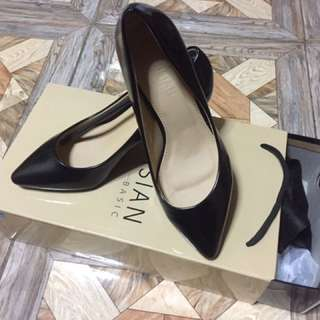 BLACK HEELS SHOES