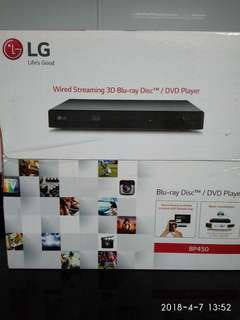 Wired streaming 3D Blu-ray Disc™/DvD player BP450