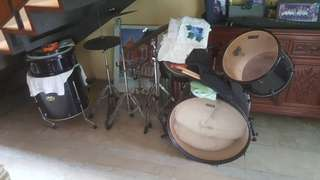 Peace demolition drumset