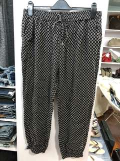 Zalora Printed Relaxed Pants W32 - Preloved, Excellent Condition
