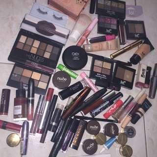 Huge Makeup Bundle ❤️