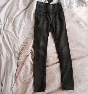STRADIVARIUS hw jeans BNWT