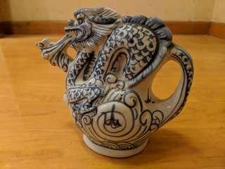 乾隆年製古董立體龍壼 Antique dragon pot