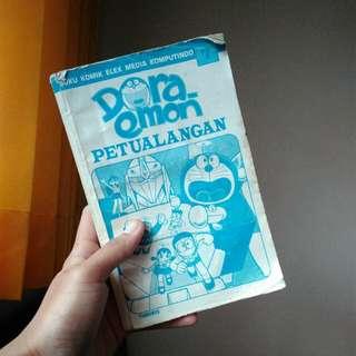 Buku komik doraemon