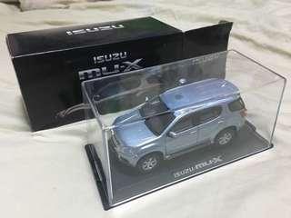 Isuzu MU-X miniature display