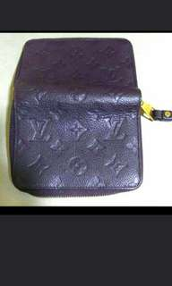 LV 深紫色銀包, LV Dark purple leather Wallet. 95% New. No Damage. 5.5 X 4 吋