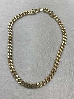 18 karat cuban link bracelet 10.2 grams. Hallmark K18