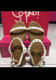 White Sandals - SO FAB Size 7