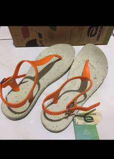 Tong Slippers Size 7- AMAZONAS/Repriced